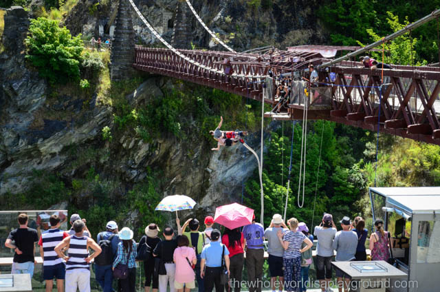 Kawarau Bridge Bungy, Queenstown, New Zealand: Don't look down!