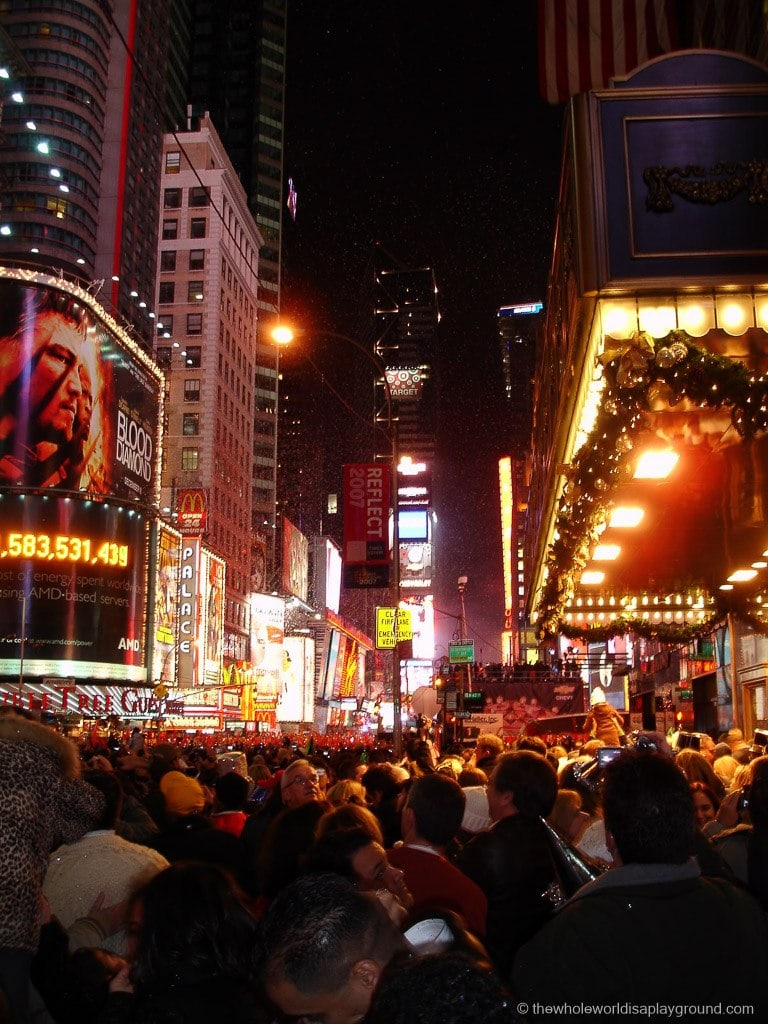 New York Celebrating New Year S Eve In Times Square