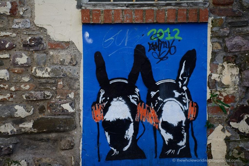 Bristol streetart Banksy ©thewholeworldisaplayground