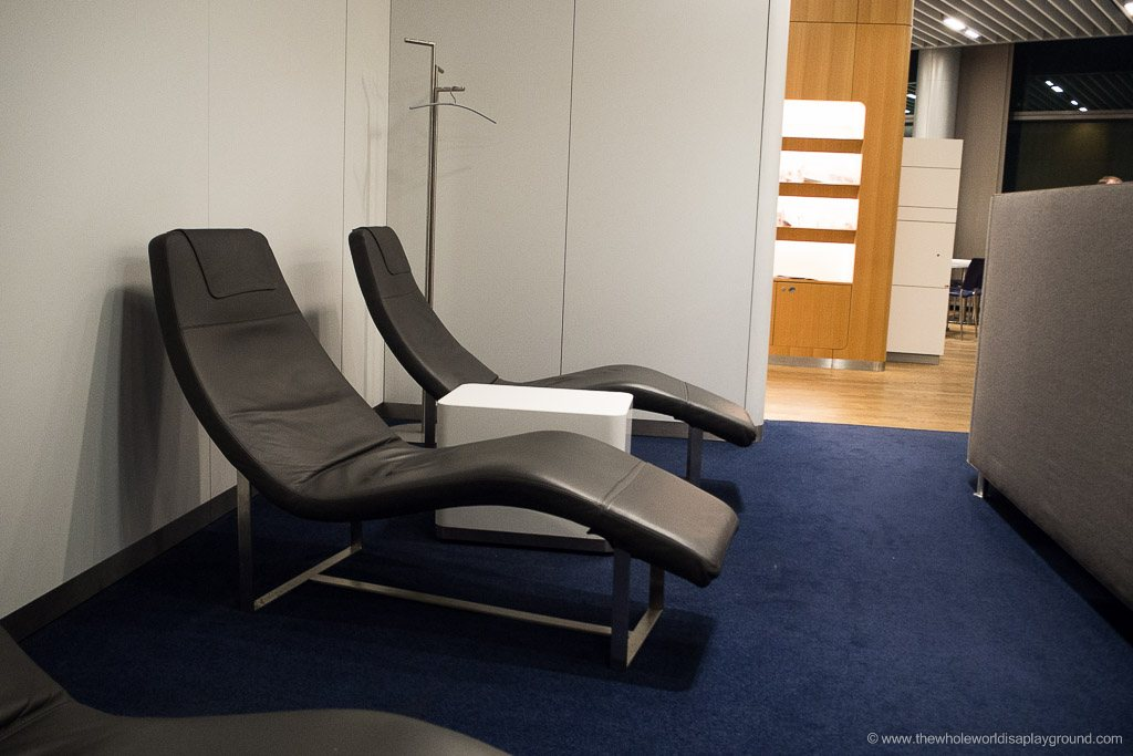 Lufthansa Senator and Business Lounge Frankfurt ©thewholeworldisaplayground