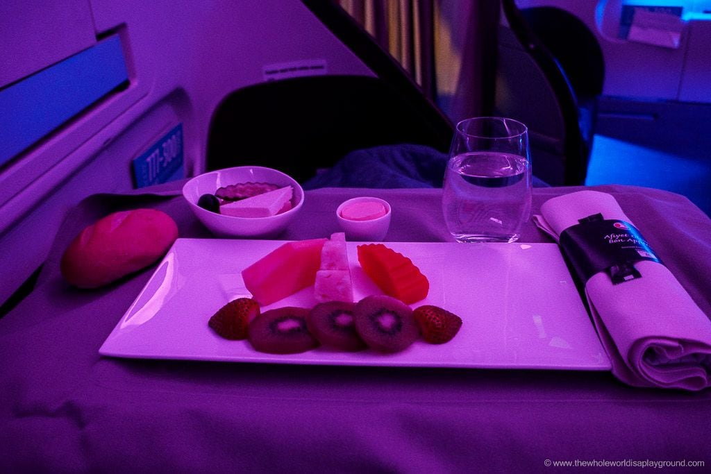 Turkish airlines long haul business class review Istanbul Bangkok ©thewholeworldisaplayground