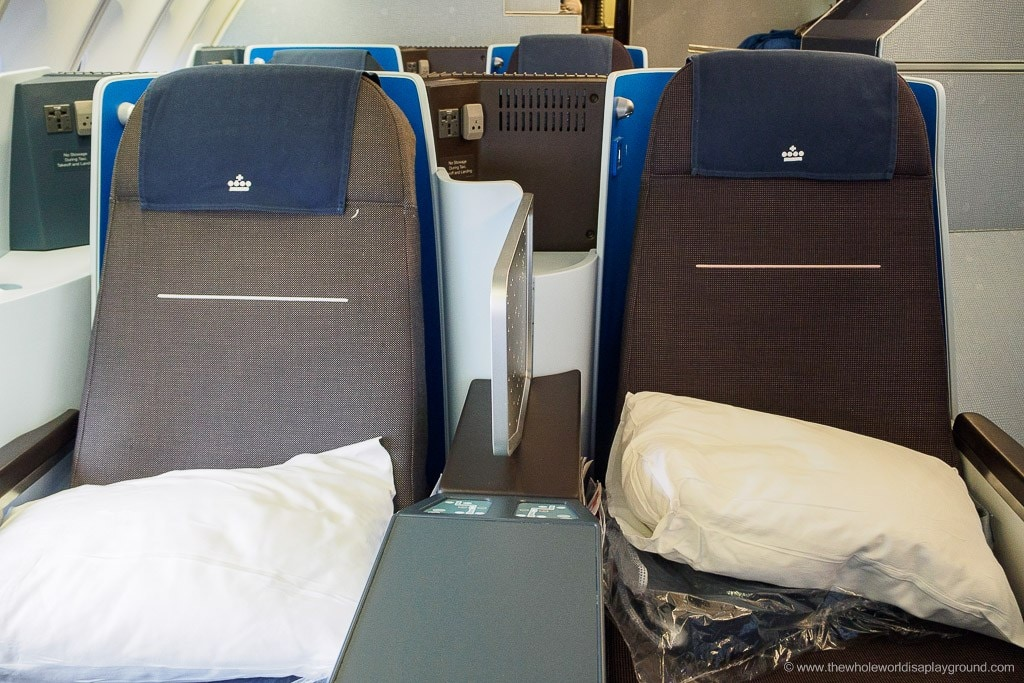 KLM Business Class Review Amsterdam New York ©thewholeworldisaplayground
