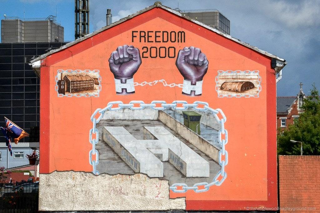 Belfast Black Cab Tour ©thewholeworldisaplayground