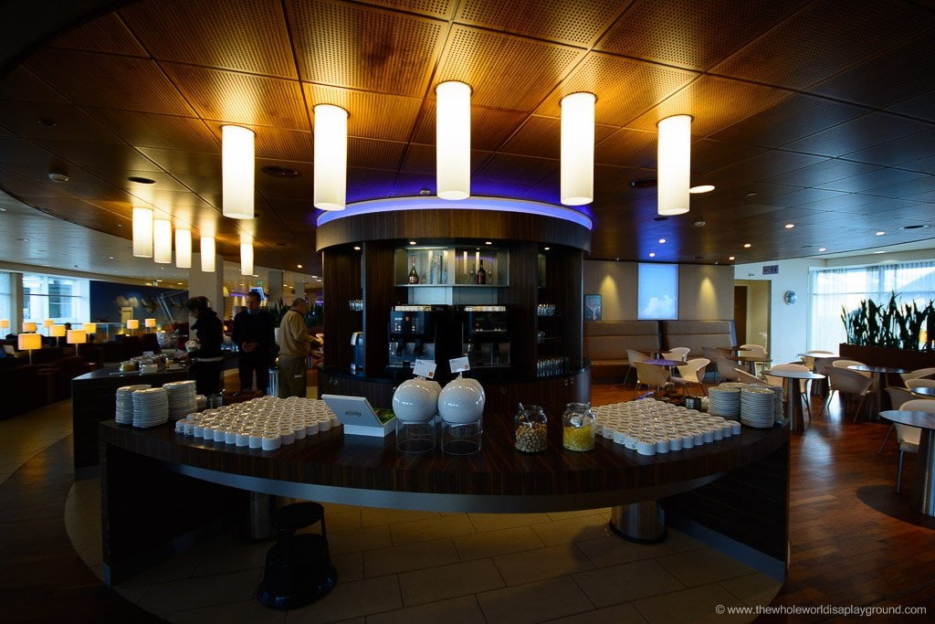 KLM Amsterdam Lounge Review 10