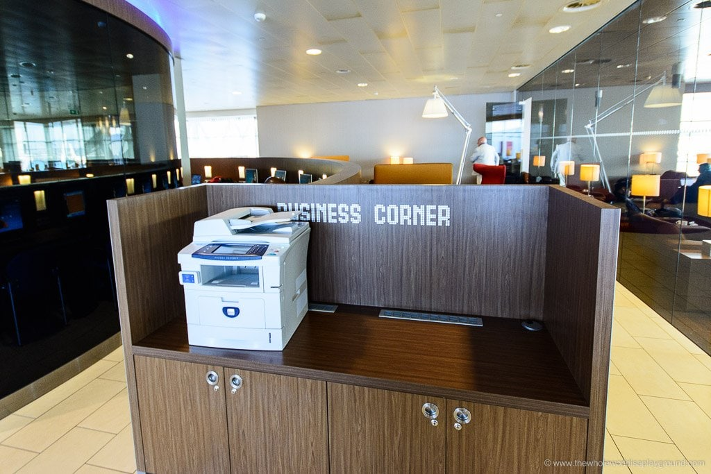 KLM Business Class Crown Lounge Review Amsterdam Schiphol ©thewholeworldisaplayground