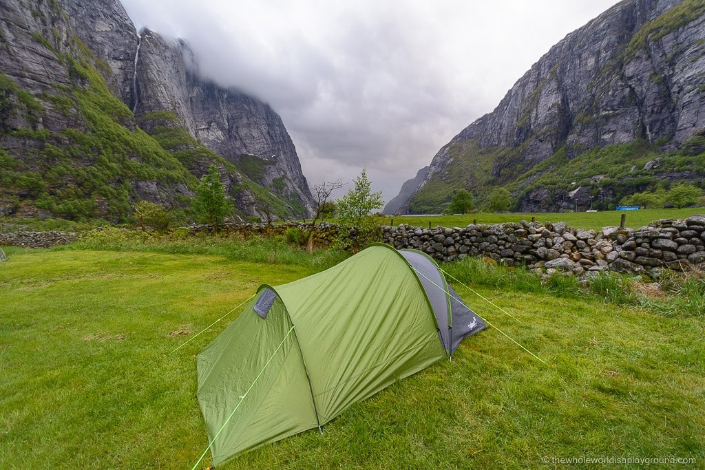 How to hike kjerag! What you need for Kjeragbolten! ©thewholeworldisaplayground