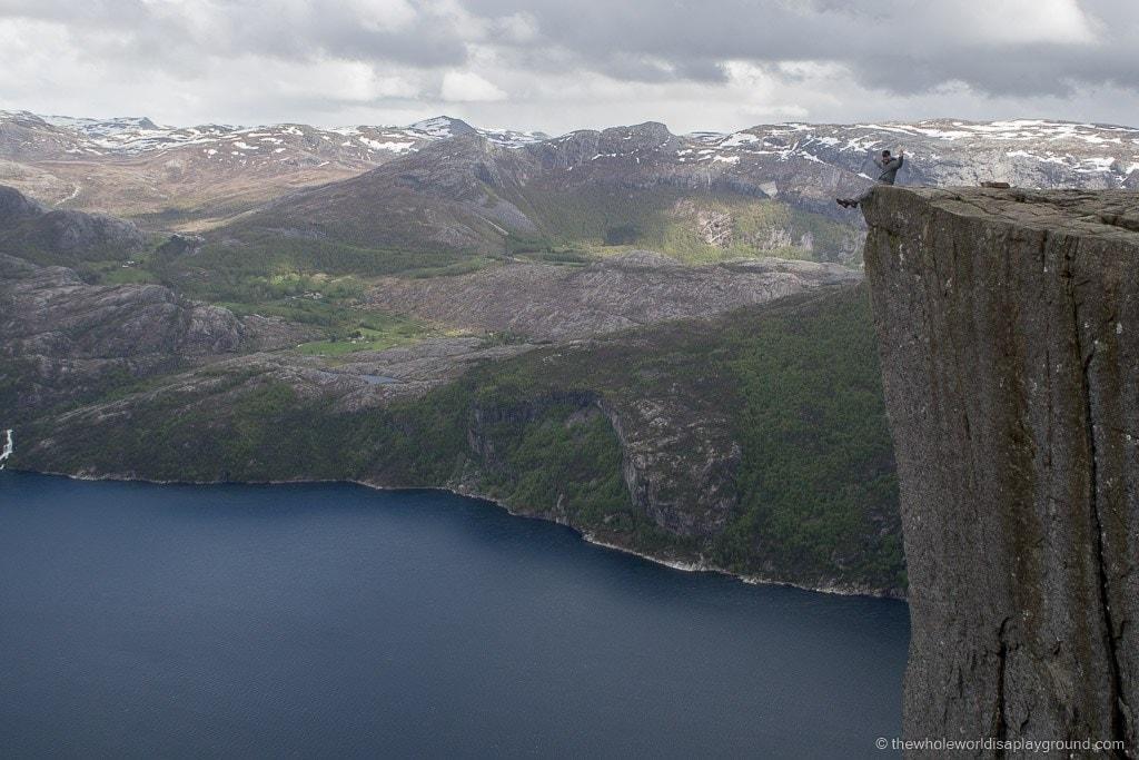 Hiking Preikestolen Norway hike Pulpit Rock ©thewholeworldisaplayground