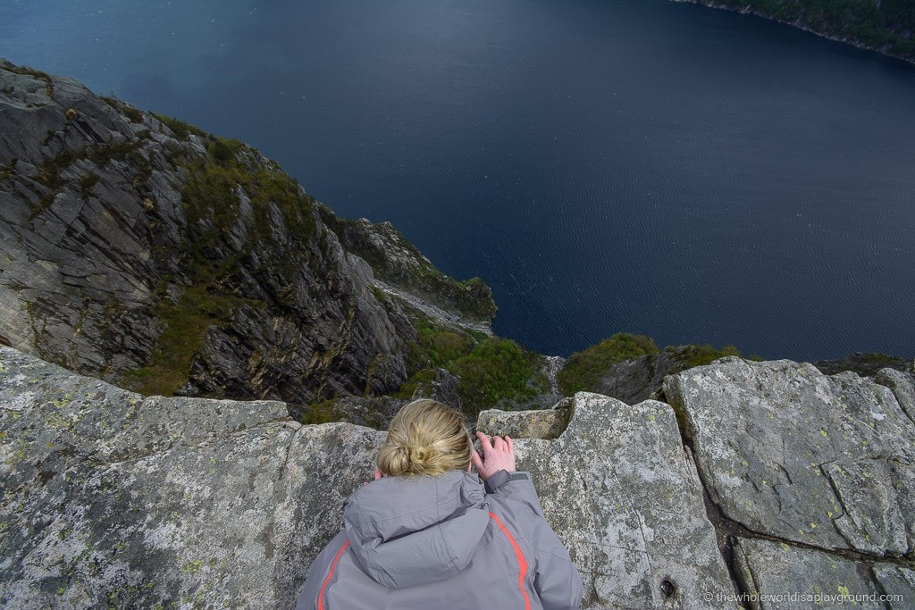 How to Hike Preikestolen, guide to hiking pulpit rock ©thewholeworldisaplayground