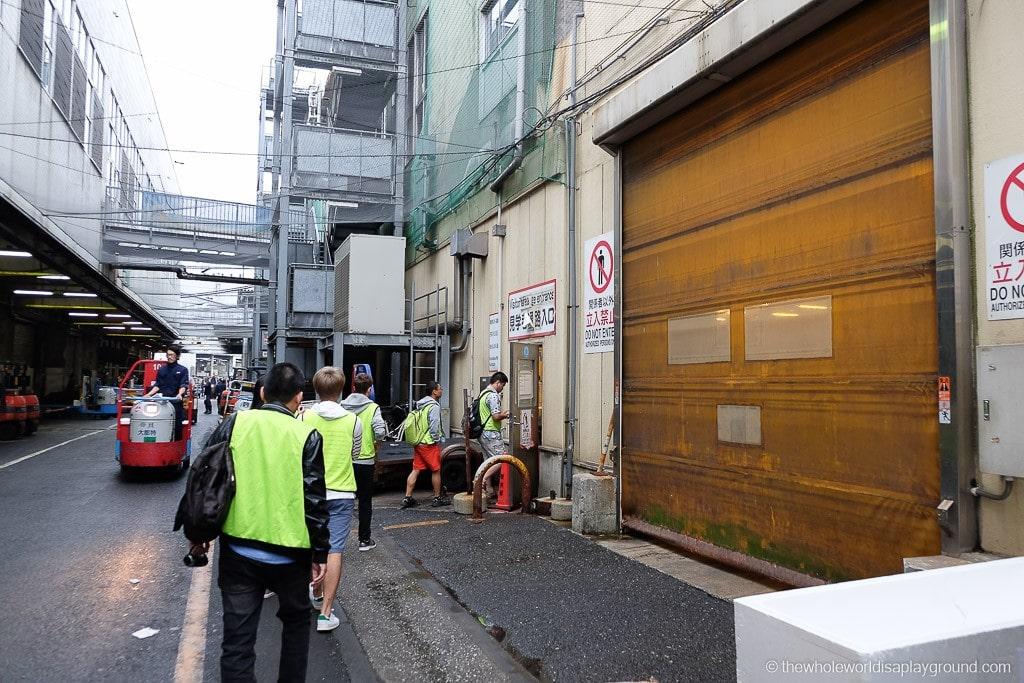 Visit Tsukiji fish market tuna auction Tokyo-11