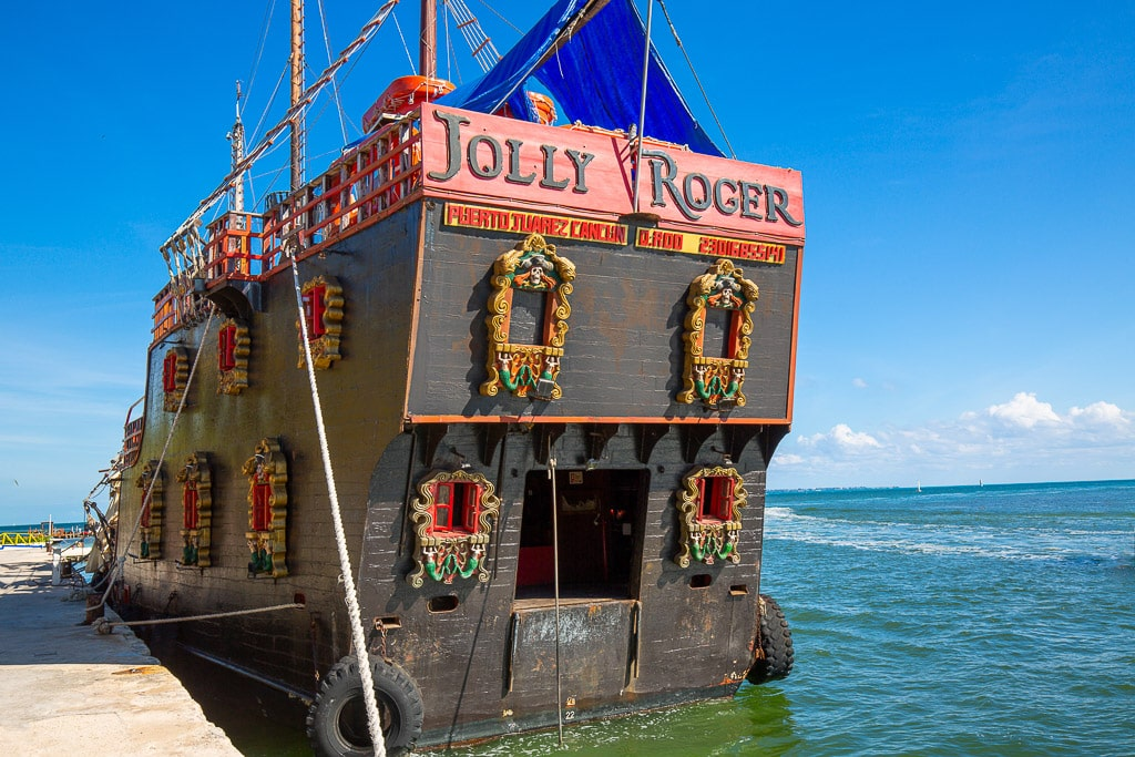Jolly Roger Pirate Show Cancun